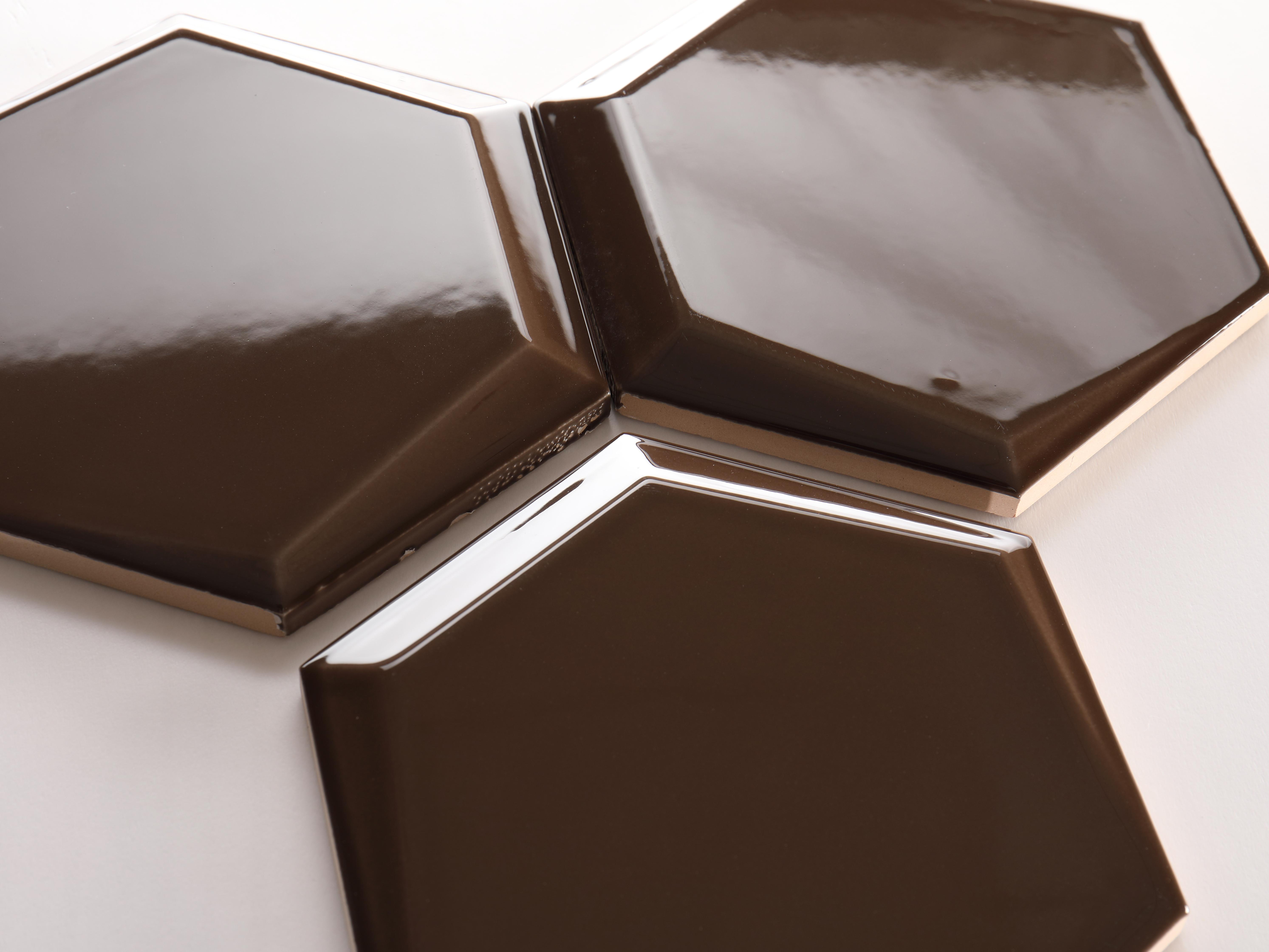 Gạch lục giác màu cà phê đậm bóng vát 87*173*150mm M1715813